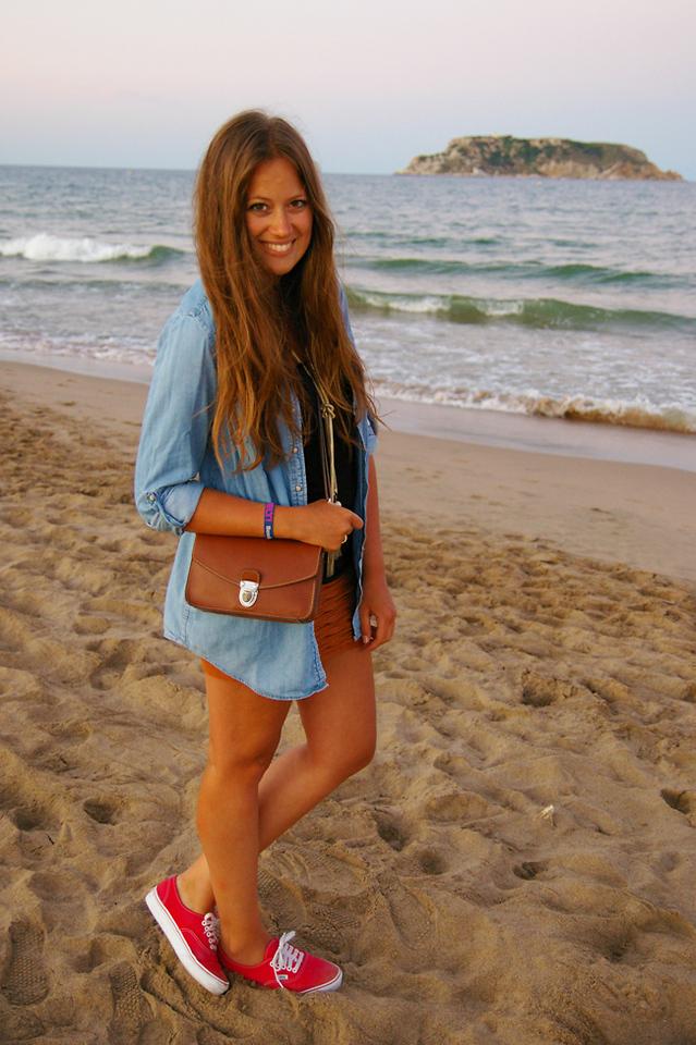 Sara Dubbeldam - Topshop Denim Shirt, Vans Canvas Sneakers ...