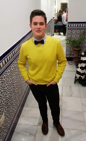 Shirt blue yellow pants with Men's Guide