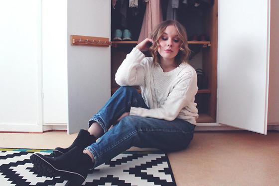 Olivia K , Monki Knitted Sweater, Levi\u0027s® Mom Jeans, Monki