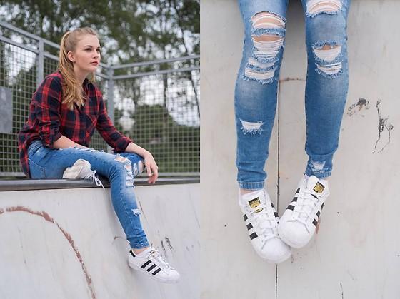 superstar adidas girl