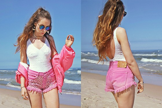 pink levi shorts