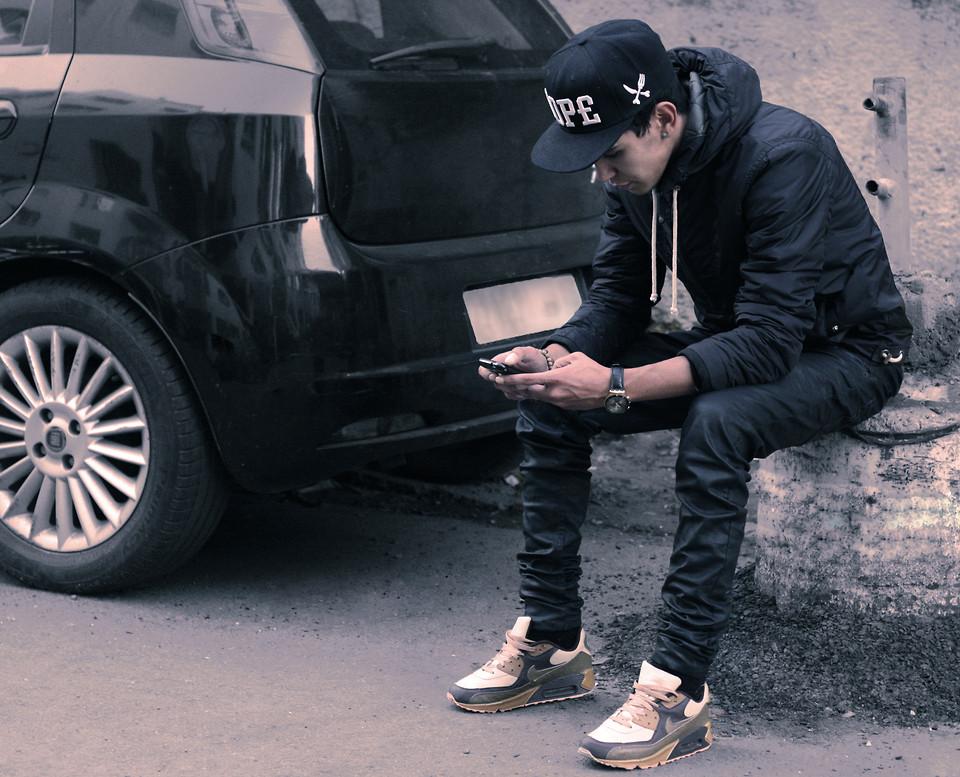 Marwan El Nike Air Max 90, Kaporal Leather Pant, Pull