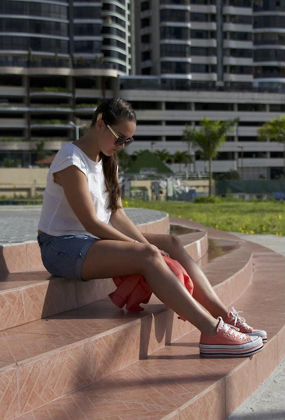 Converse Sneakers, Bershka Blazer, Gina