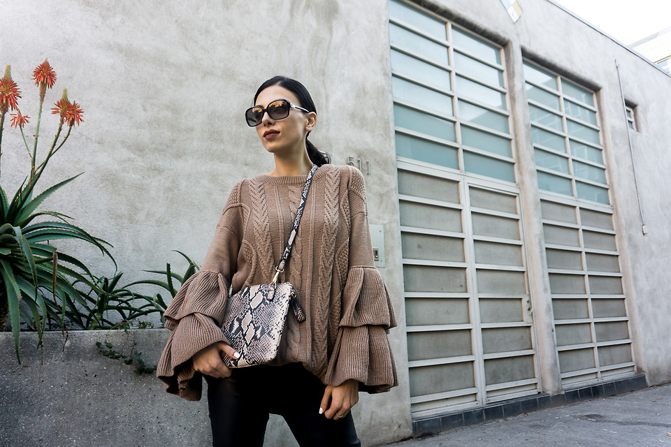 Fashionista NOW: How Style Bloggers Wear The Bell Sleeve Trend Casually?