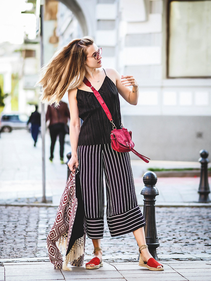 Fashionista NOW: How To Wear Flowy Striped Pants?