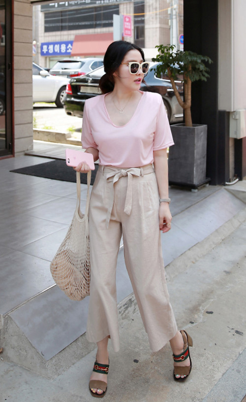 Fashionista NOW: How To Style Your Beige Or Nude Pants?
