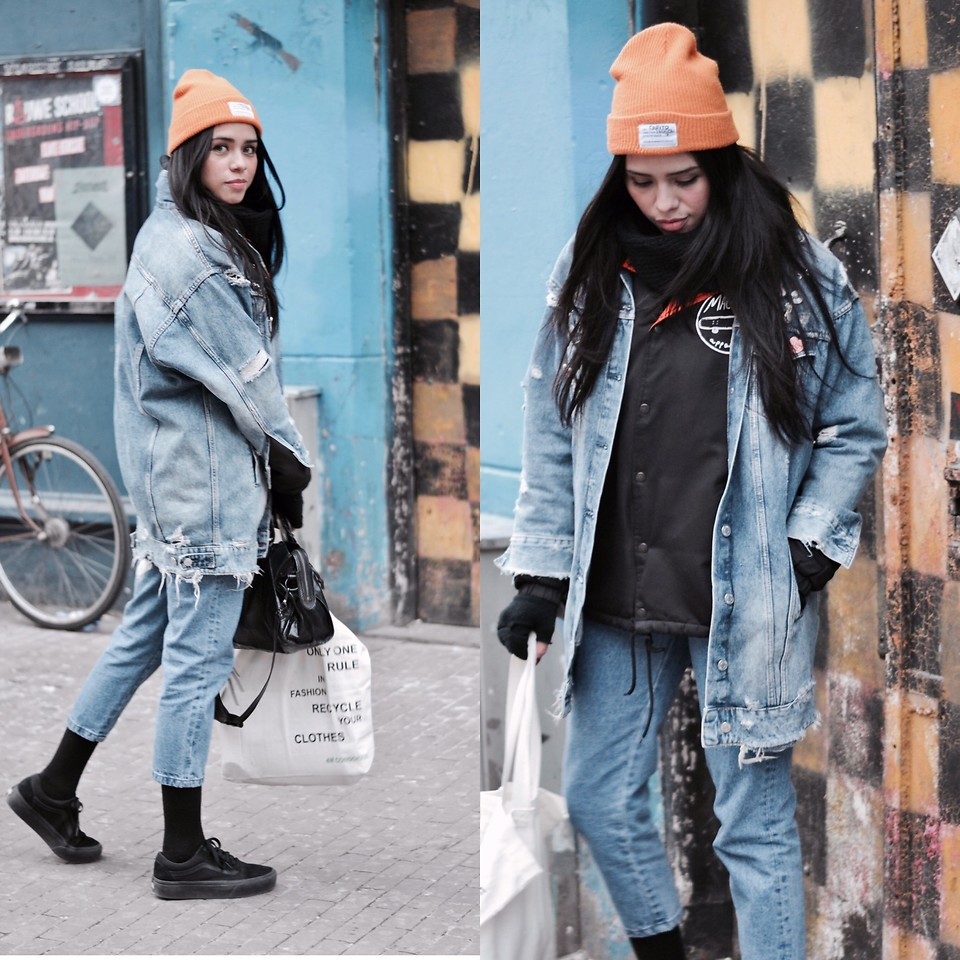 Fashionista NOW: How To Style The Oversized Denim Jacket For A Street Chic OOTD?