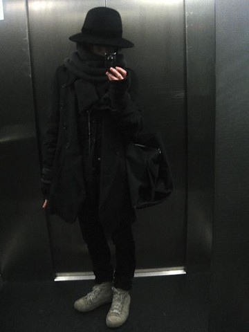 Snafu ~ - Number (N)Ine Hat, L'malteri Scarf And Loves, Ann Demeulemeester Coat, Shirt, Needle Necklace, Sneaks, Dior Homme Pants, M.A+ Bag - Pins & needles