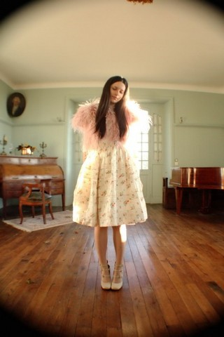 Alix - - Topshop Feathers Bolero, Vintage Skirt, Chloé Shoes - Cristal ball