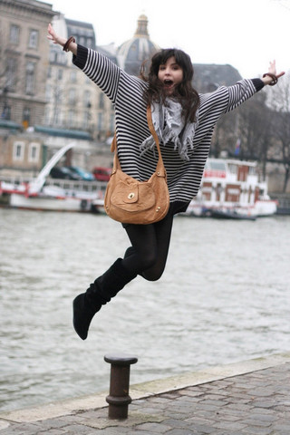 Betty A - H&M Jumper, Asos Bag, C&A Boots, Uo Scarf - Oh yeah !