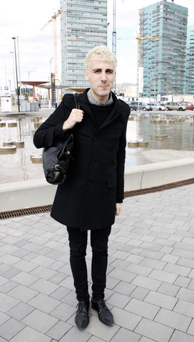 JORDI CHICLETOL - Zara Squared B&W Shirt, Comme Des Garçons Black Sweater, Zara Coat, Cheap Monday Black Skinny Pants, Zara Black Shoes - So fresh, so clean, so poor