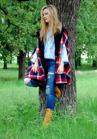 Jane Aldridge - Vintage Cape, Levi's® Jeans, Prada Booties - The pERFecT AMERICAN