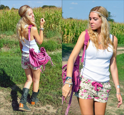 Chiara Ferragni - H&M White Top By, Flower Shorts, Karma Of Charme Green Boots, Balenciaga City Pink - Pink flowers