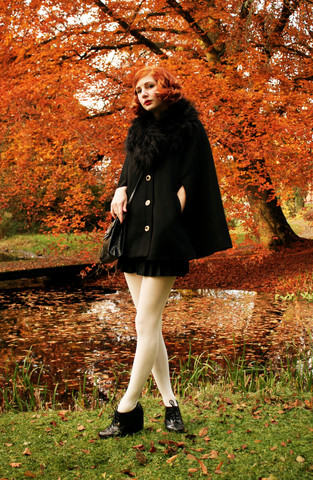 Elin . - H&M Fake Fur Collar, Sisters Cape, Vintage Pleated Skirt, Wedins Shoes, Vintage Bag - Autumn leaves