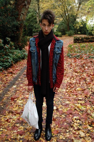 Olive. Wonder - Vintage, Zara Classic, Cheap Monday - Autumn : Chocolate biscuits and friends