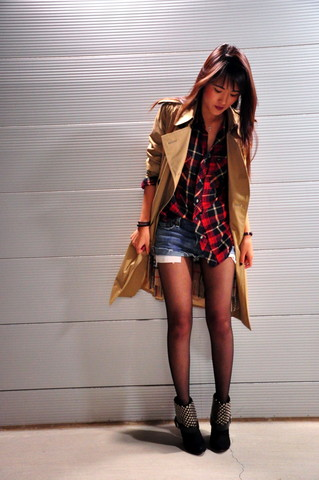 Susan Nguyen - Burberry Trench Coat, Rosegold Studded Boots - Night time lights