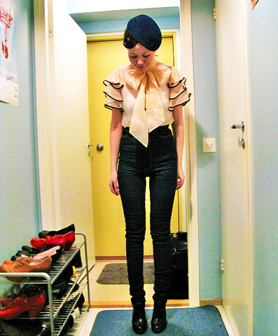 Riikka A - By Malene Birger Bow Blouse, Cheap Monday Skinny Jeans, Vintage Felt Beret - I Never Wear Jeans
