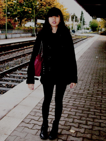 Arika Indra - Zara Black Coats, Zara Reddish Bag, Dr. Martens Black Boots - Another day in frankfurt