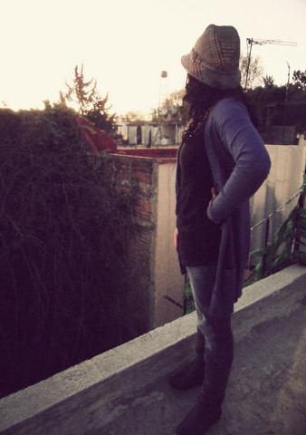 Jana T. - Vintage Hat, Bershka Black Shirt, Zara Cardigan, Bershka Jeans, Zara Gray Boots - On the roof