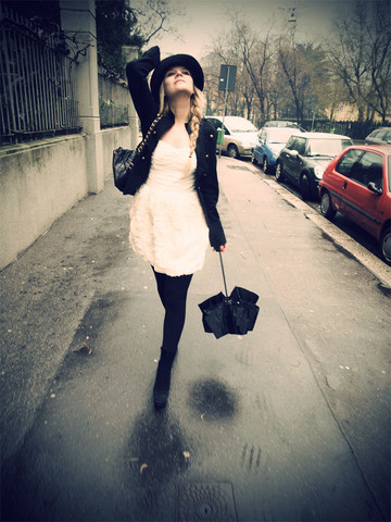 Veronica Ferraro - H&M Dress, Chanel Sack - I'll bring you flowers in the pouring rain