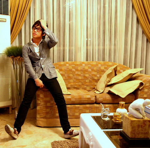 Hanz Go - Ray Ban Clear Wayferers, Uniqlo Pin Striped Light Blazer, Zara Cream Loafers, Topman Skinnies, Hollister Collared Shirt - Asianposes.com