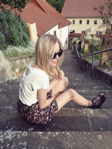 Josephine M. - Zara Lace Bow Shirt, Primark Flower Skirt, Fleamarket Belt, Present Glasses, H&M Sandals - You've got the love