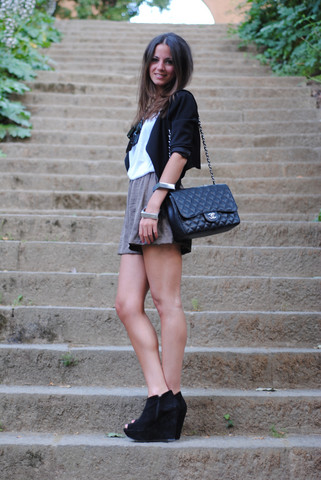 Zina CH - Topshop Wedges, Chanel Bag, H&M Blazer, H&M Shorts - Step By Step