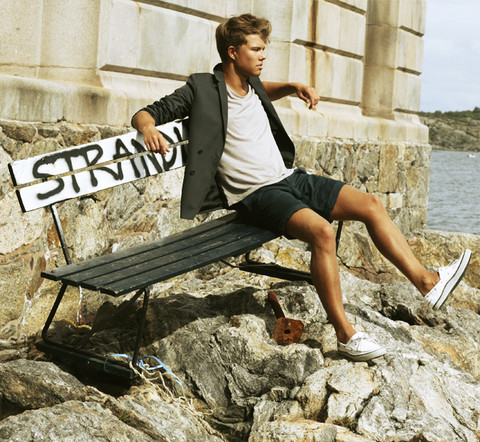 Andreas Wijk - Whyred Blazer, The Local Firm T Shirt, Filippa K Shorts, Sebago Shoes - Http://kanal5.se/andreas