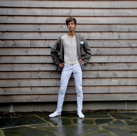 Eike Mikal - Uniqlo Jeans, Zara Sweater, Vintage Blazer, H&M Shoes, Random Belt - Shades of Wood