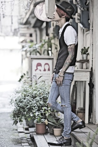 IVAN Chang - New York Hat, Hourglass Polo Shirt, Plain Vest, Cheap Monday Skinny, Underground Shoe - Rock soul