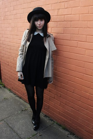 Sarah B - Mac, Peter Pan Collar Dress, Shiny Black Brogues, H&M Big Black Hat - Detective