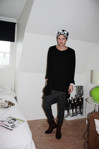 Fredric Johansson - Stray Boys Beanie, Precis Lagom Tee, Won Hundred Long Cardigan, Selected Homme Sel Timper - Autumn Times