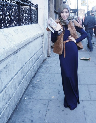 Hana T - Maysaa Jersey Maxi Dress, Vintage Fur Gilet - LFW All in blue