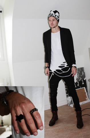 Fredric Johansson - Unnamed Black Blazer, Ripped Tee, Divided Skull Chain - Chains
