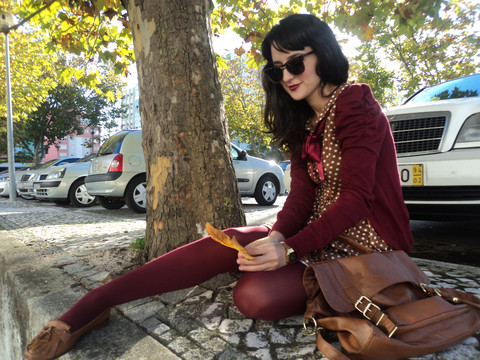 Raquel Loureiro . - Stradivarius Cardigan, Zara Dress, Zara Loafers, Primark Satchel Bag, Vintage Sunglasses - Old of Vintage