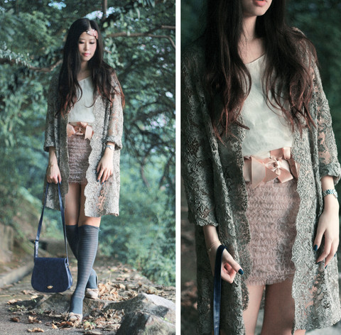 Mayo Wo - Vintage Grey Lace Coat, No Brand Tulle Mini, Bow Satin Belt, Chloé Beige Heels - Lucid dreaming