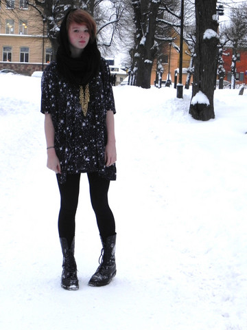 Saga West - H&M Scarf, Monki T Shirt, H&M Necklace, Dr. Martens Boots - Out Of Space