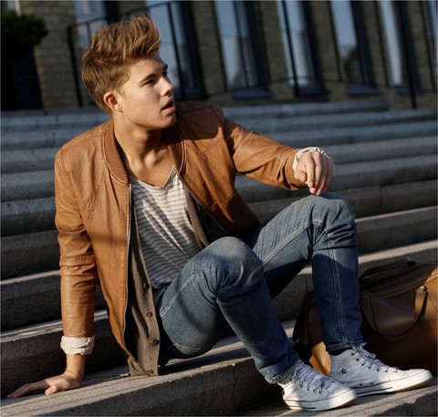 Andreas Wijk -  - On my way home from school.