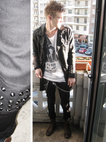 Fredric Johansson - Salt Avenue Studded Black Pants, Virginblak Skull Chain, Mangano Triple Chain, Zara Studded Leather Jacket, Cheap Monday Tee - Sunny day