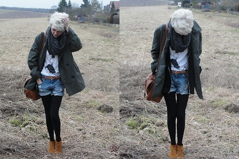 Chiara Preger - Selfmade T Shirt, Minnetonka Mokkassins, H&M Coat, H&M Bag - They stare at me, while i stare at you