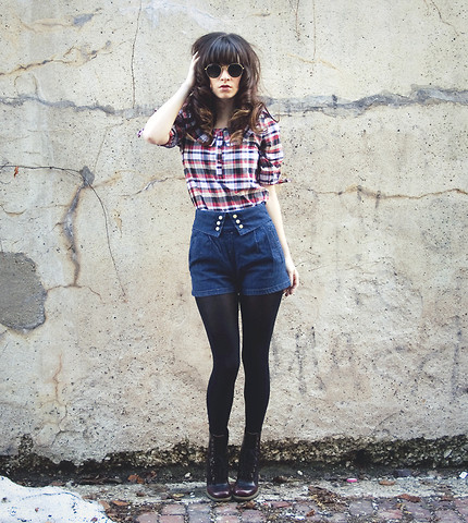 Rachel-Marie Iwanyszyn - Dear Creatures Plaid Shirt With Collar, Topshop High Waisted Shorts, Tights, Dr. Martens Doc With Heel, Http://Www.Jaglever.Com, Ray Ban Vintage Glasses - LOVE LIKE A BOMB.
