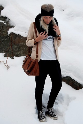 Isabella T - H&M Jacket, Urban Outfitters T Shirt, Gina Tricot Pants, Converse, Bik Bok Pannband, H&M Bag - I wait without you