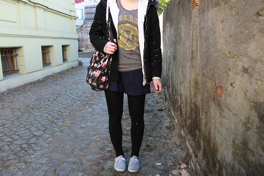 Natascha C - H&M Tiger Shirt, New Yorker Navy Sailor Shorts, White Boys Hoodie, New Yorker Jacket, Rubi Floral Print Bag - KARNEVAL !