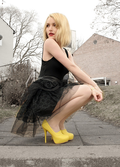 Native Soul - Nelly Dress, Lundberg Heels - Black Swan with Yellow Heels