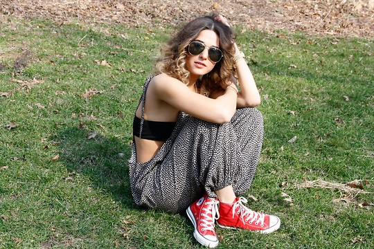 Tess Pare-Mayer - American Apparel Bra, Converse Sneakers, Vintage Jumpsuit - Young and innocent