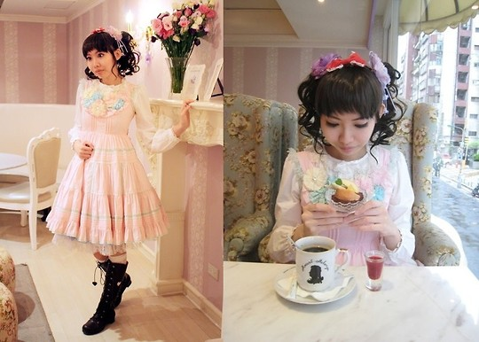 Zairai Chen - Innocent World White Blouse, Angelic Pretty Bloom Jsk, Baby The Stars Shine Bright Lillie Heart Boots, None Bow - The Brunch