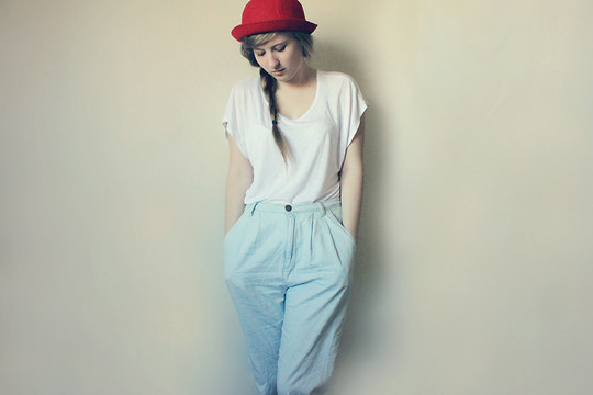 Kristie Webster - Dangerfield Red Hat, Dotti Loose White Tee, Maxim Light Blue High Waisted 3/4 Pants - Paris Collides
