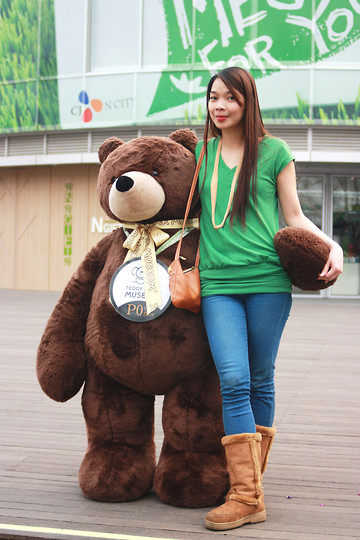 Lyka Lanuang - Migliore Furry Boots, Gangnam Shoulder Bag, Migliore Gold Necklace, Kirin Kirin Green Top, Blue Skinnies - Love me, Love my Teddy Bear.