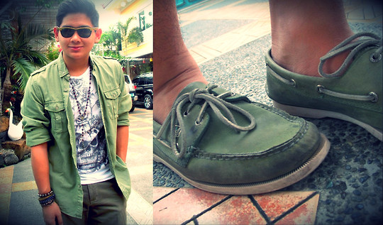 Xavier Cruz - Topman Green Polo, People Are Skull Printed Shirt, Sperry Topsiders Boat Shoes, Ray Ban Wayfarer Shades - You have to feel it.