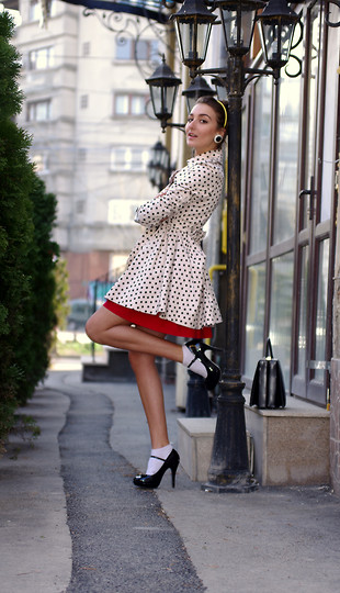 Gabriela A. - Topshop Dots Coat, Mary Jane Pumps, Vintage Fav . Bag, Red Skirt - Oh lalaaa!
